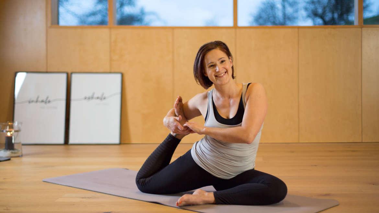 Yoga in die Morgenroutine integrieren